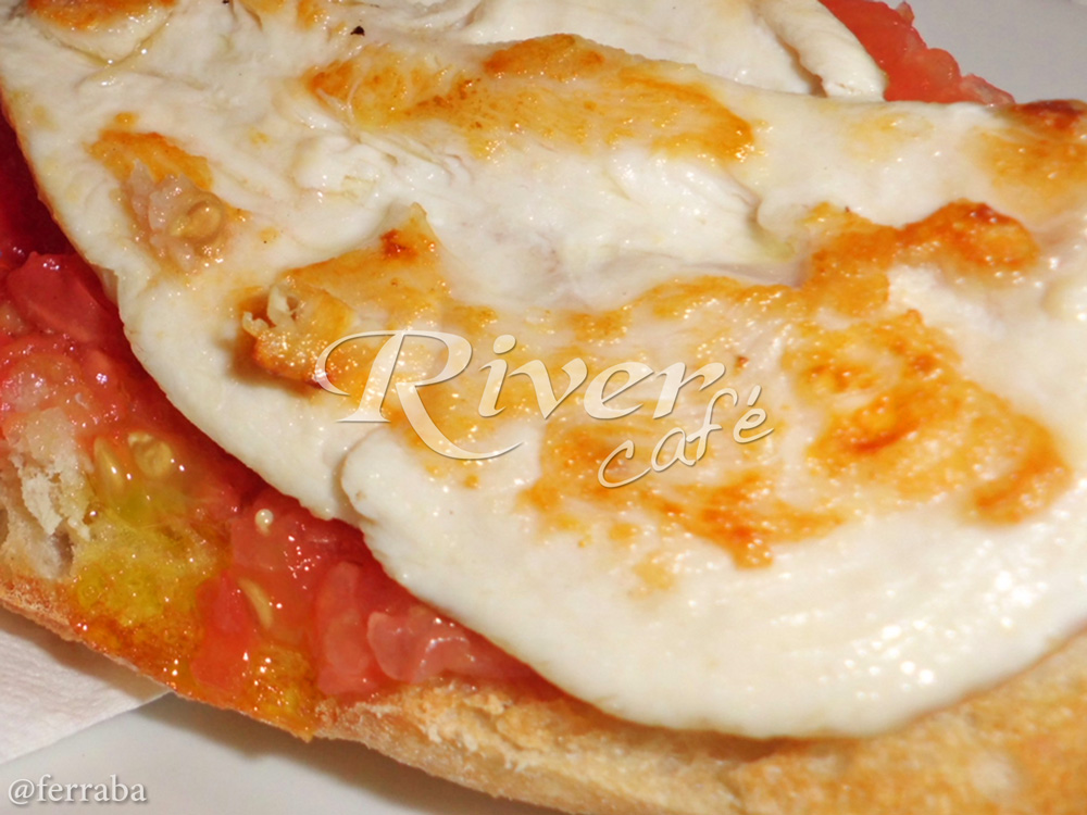 Bocadillo Pechuga de Pollo con Tomate